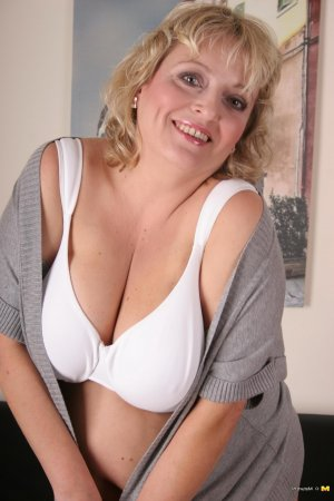 Selenia escort indienne Garches